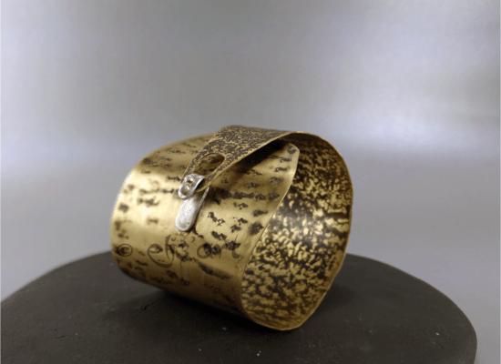 Elizart, bracelet ethnique et primitif en laiton gravé et argent 925